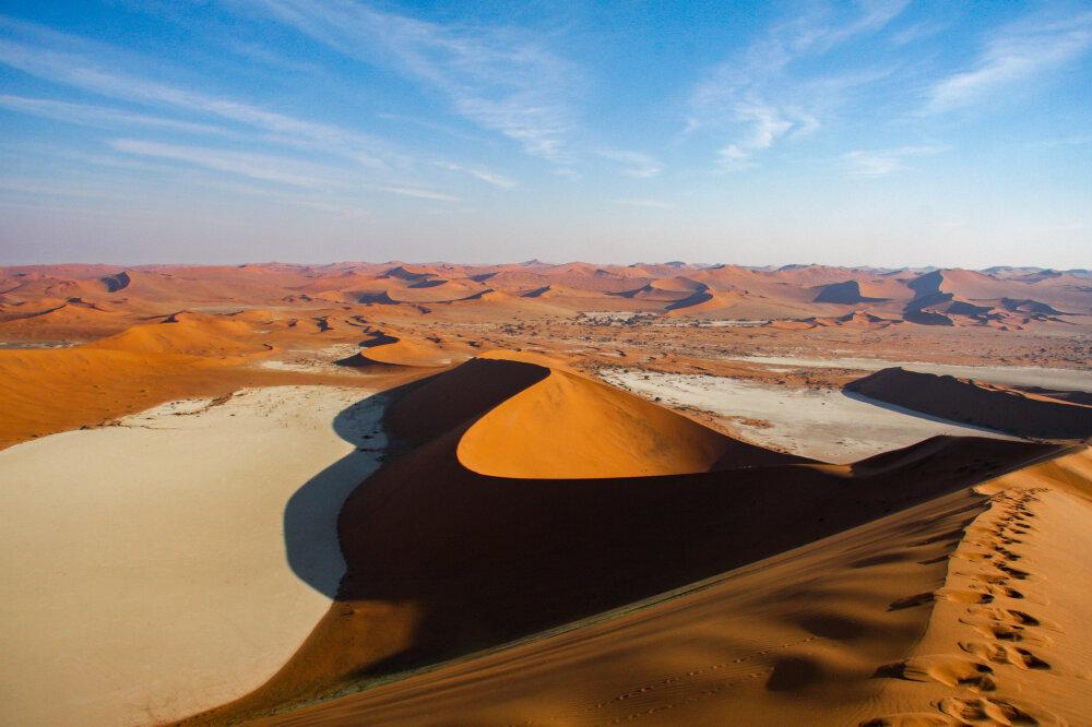 Vue sur le deadvlei et le désert du Namib