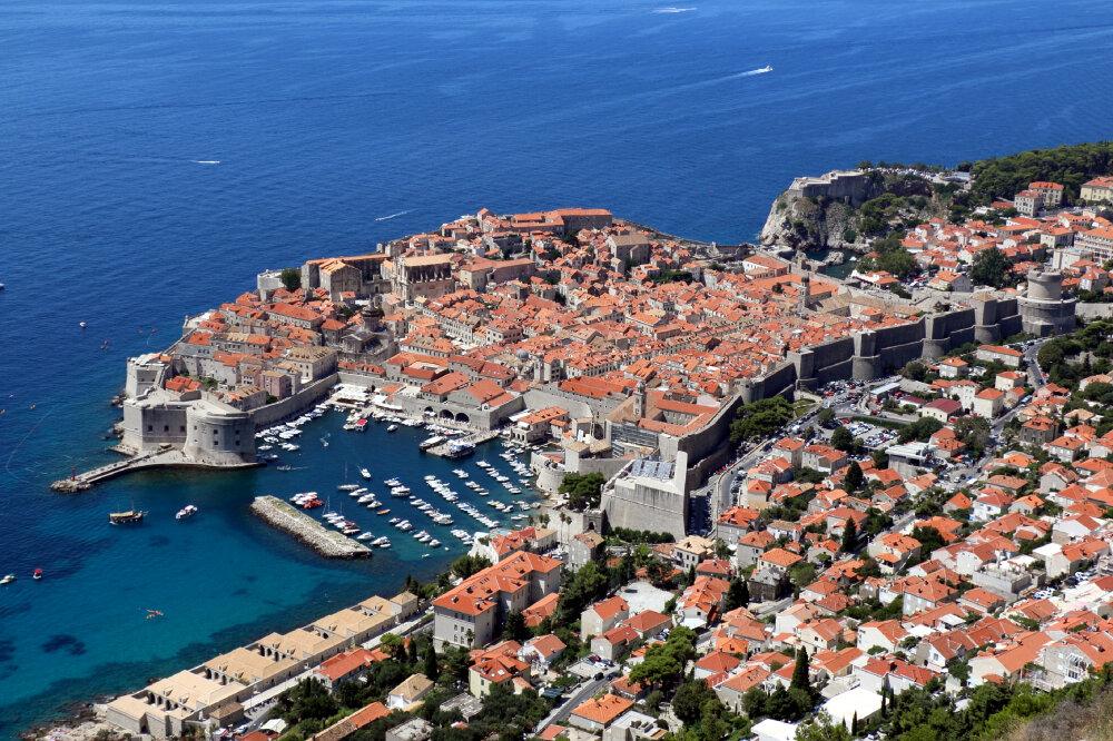 Dubrovnik. Vue d'ensemble de la vieille ville : remparts, fort Lovrijenac,