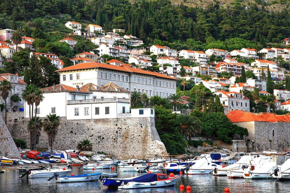 Le port de la vieille ville et la vue sur ces fameux toits oranges