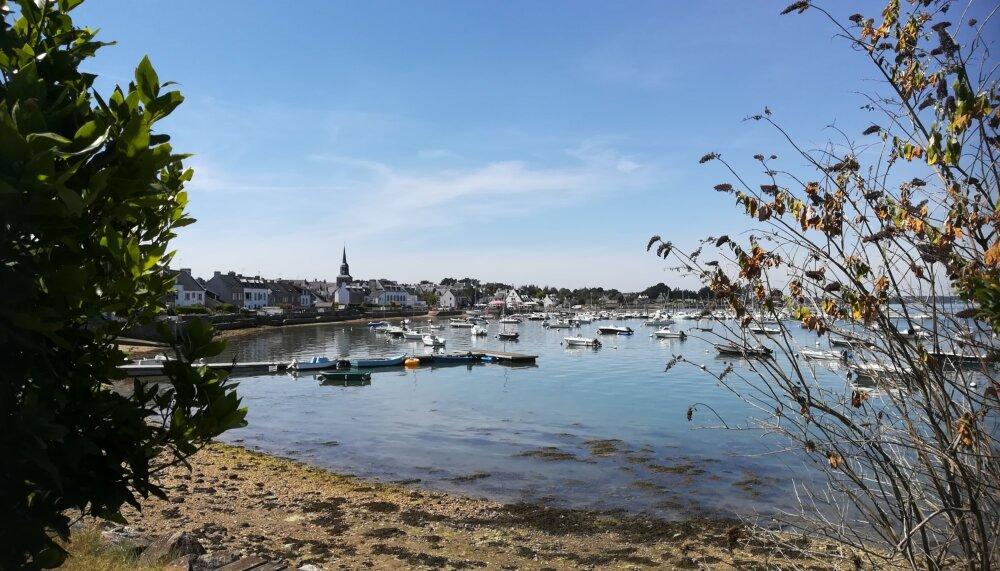 Le paisible port de Locmariaquer, au coeur du Golfe du Morbihan