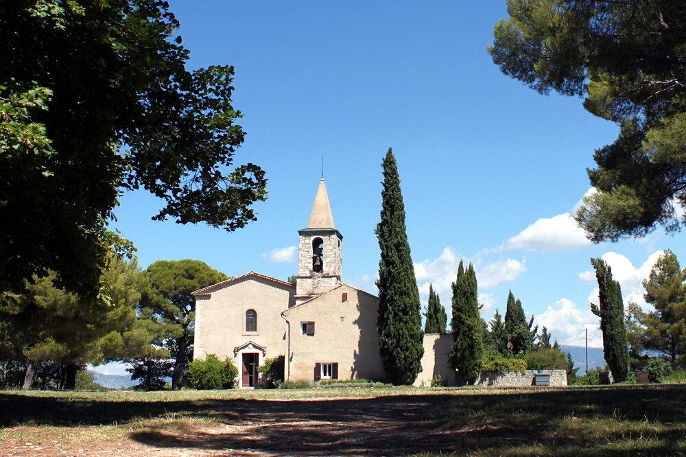 La chapelle Saint-Maxime sur la colline surplombant Riez