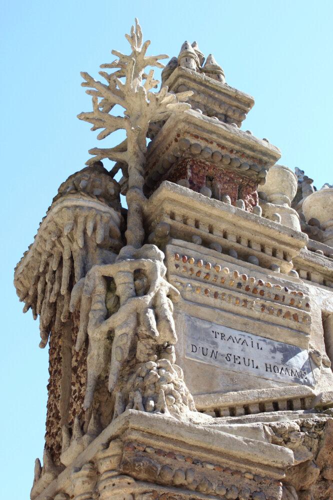 Palais idéal du Facteur Cheval à Hauterives. Travail d'un seul homme.