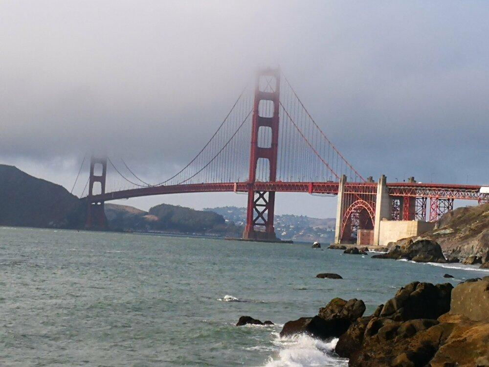 Golden Gate Bridge dans les nuages