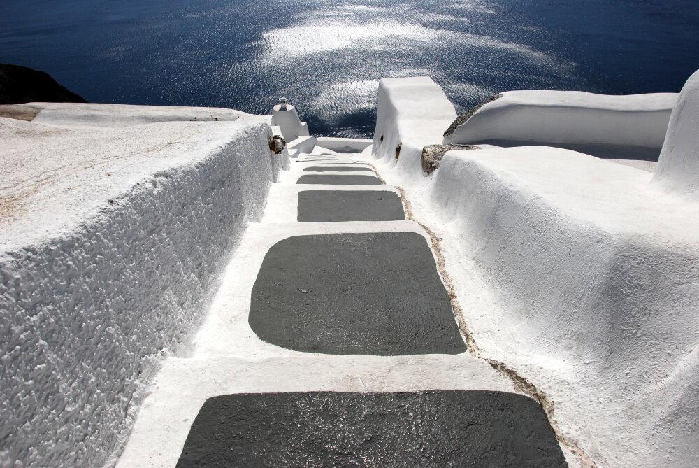 Descente vers la mer, sur l'île de Santorin