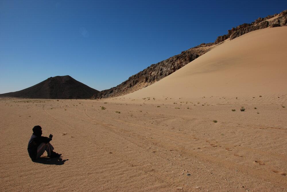 Méditation au pied de la dune