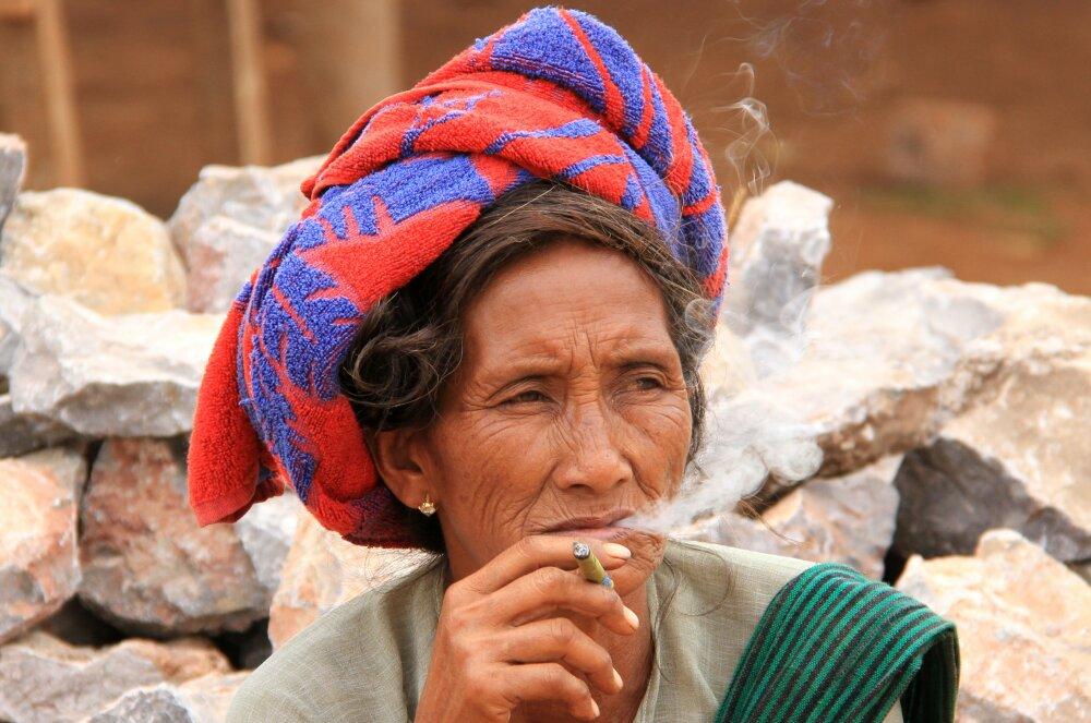 Fumeuse de cheroot, le cigare birman