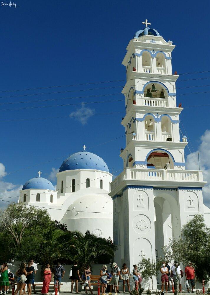 Superbes églises de Santorin