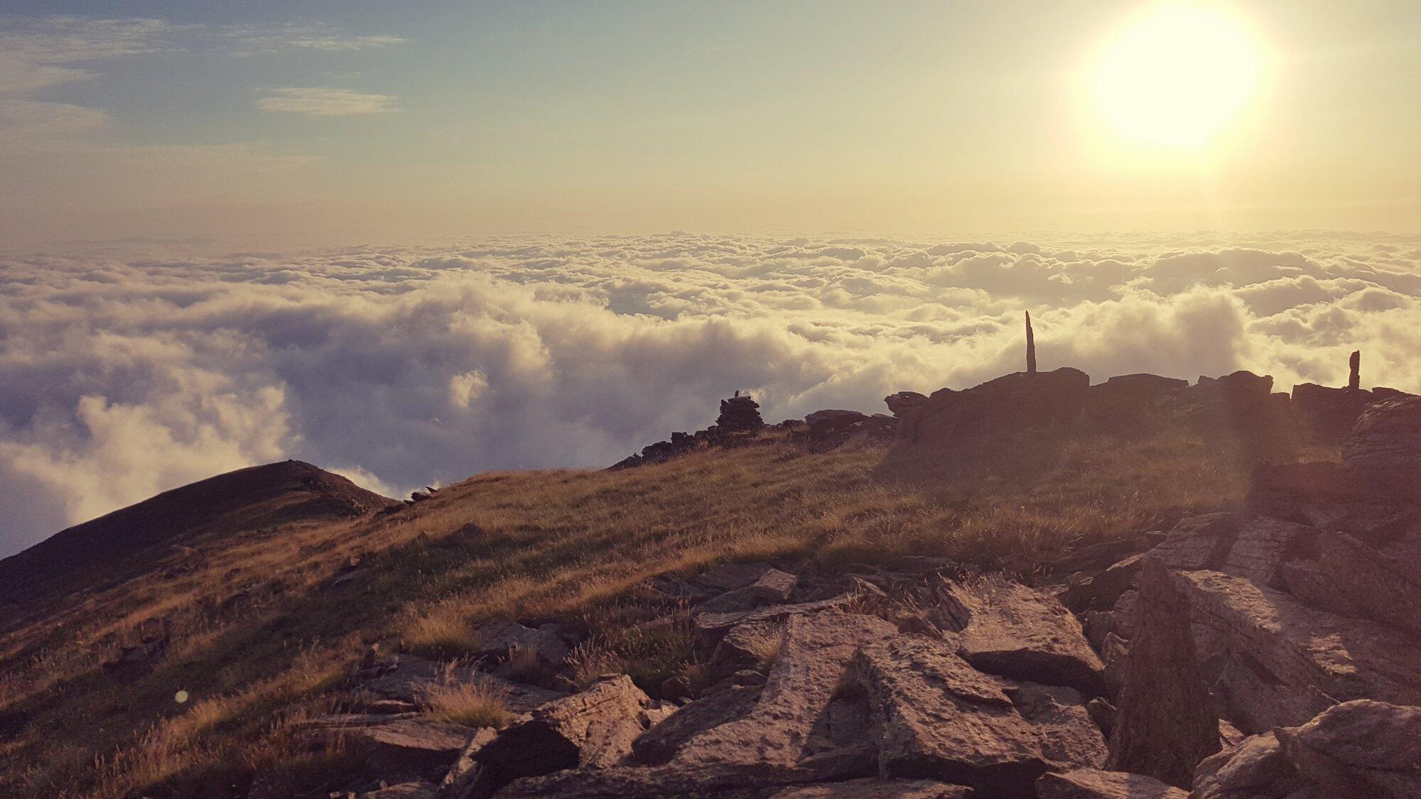 Vue sur la vallée espagnole depuis la Crête du Barbet (Massif du Canigou)
