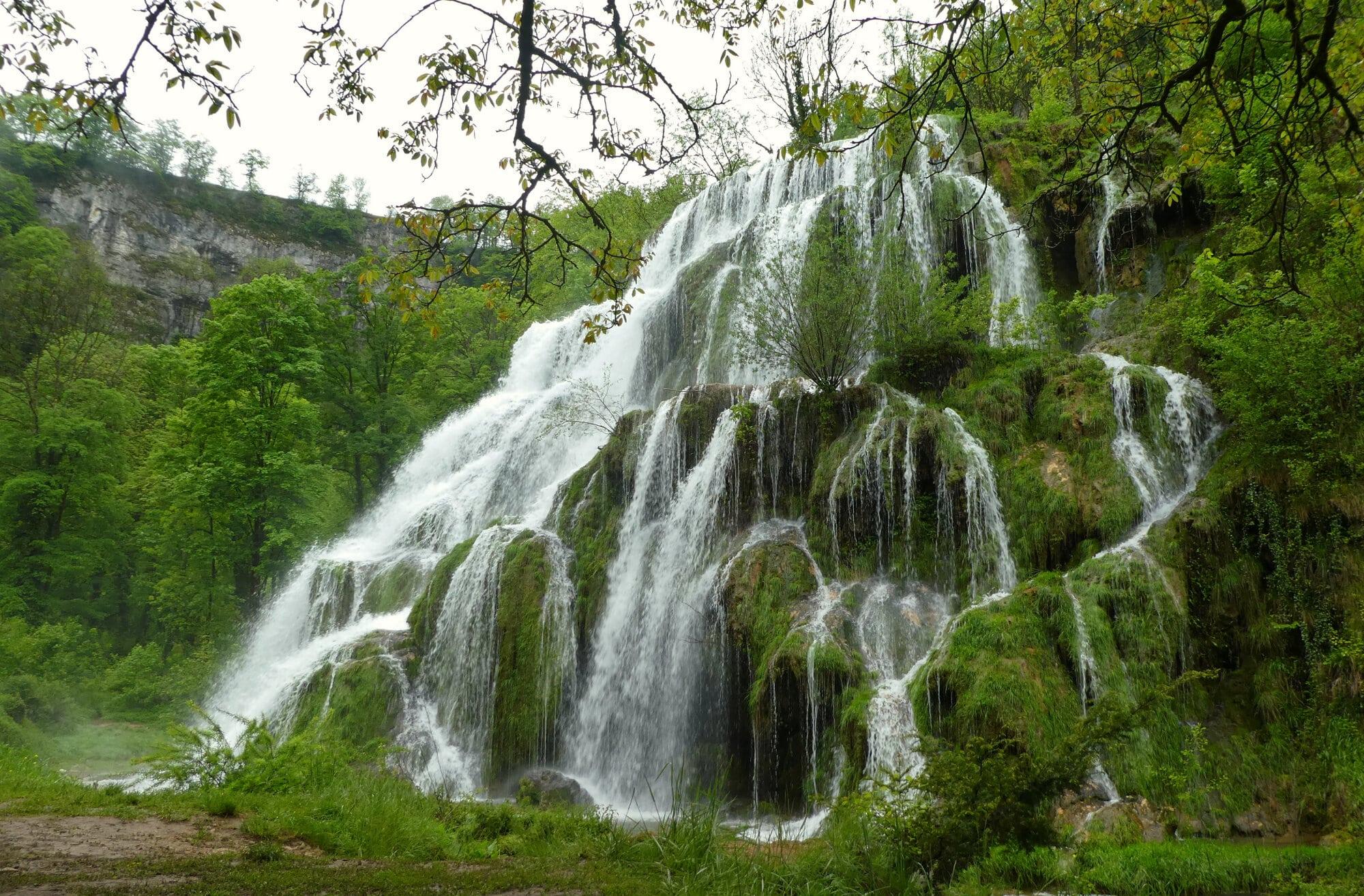 Au fond de la vallée, les cascades des Tufs à Baume Les Messieurs