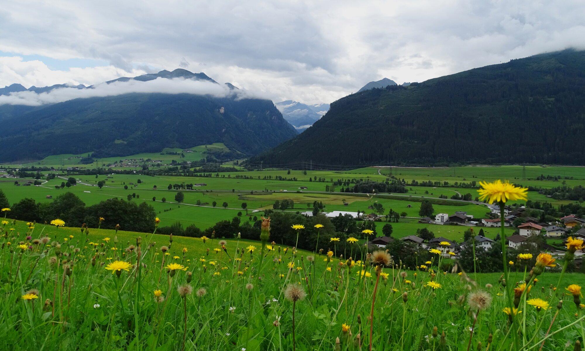 Pique nique avec vue sur les routes autrichiennes