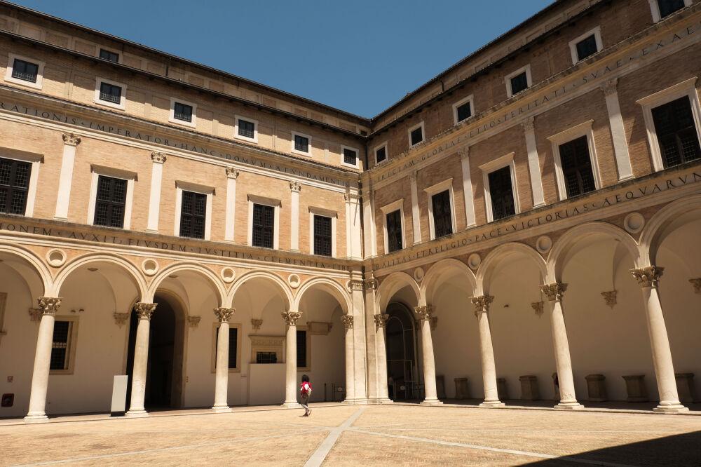 Urbino - Cour d'honneur du Palazzo Ducale