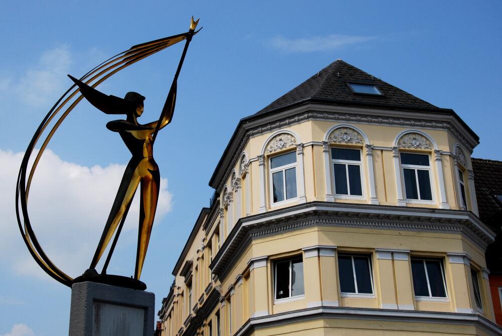 """Flensburg - Statue """" Die Windsbraut """" (La Tempête), par Hermann Menzel"""