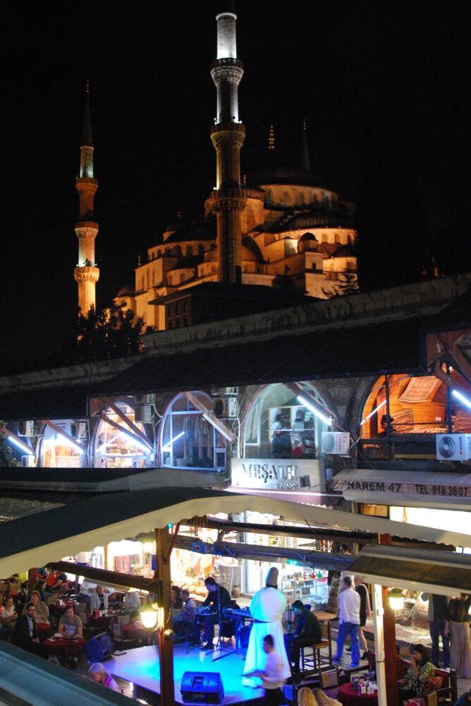 Istanbul - Restaurants et boutiques au pied de la Mosquée Bleue