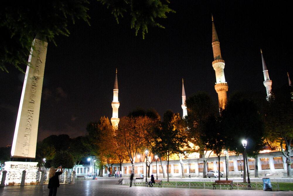 Istanbul - L'obélisque de Théodose et les minarets de la Mosquée bleue