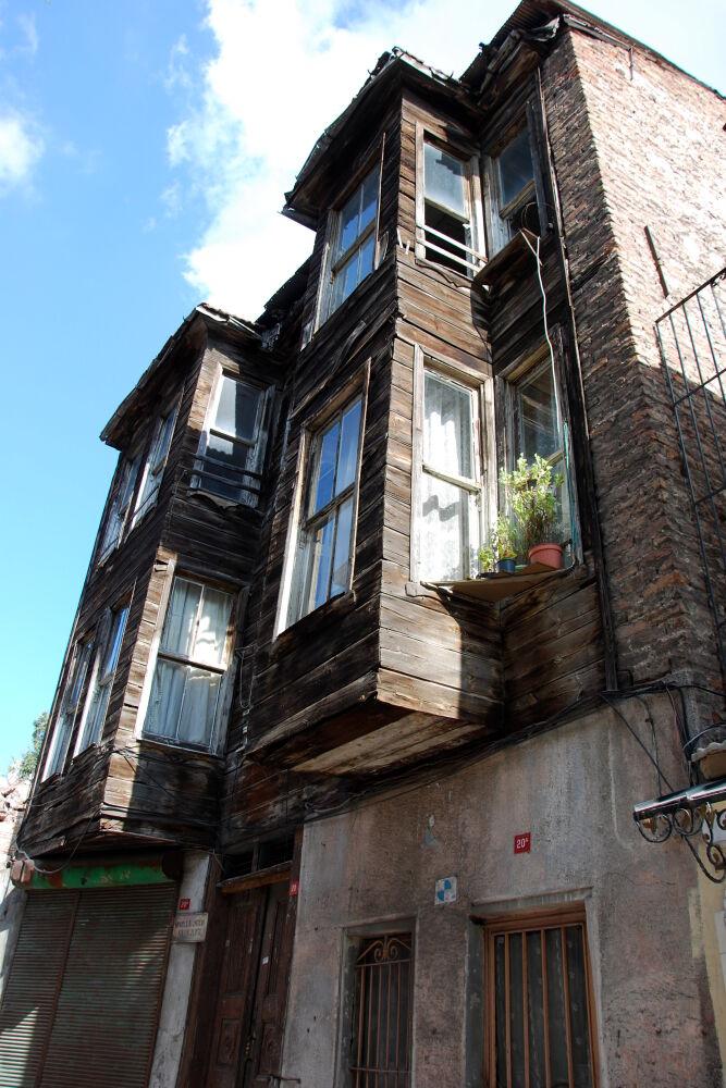 Istanbul - Dans Tavukhane Sok