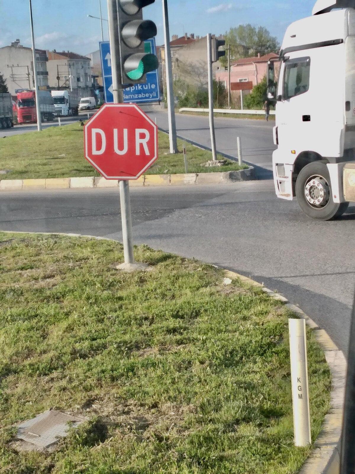 C'est dur de s'arrêter au stop en Turquie !